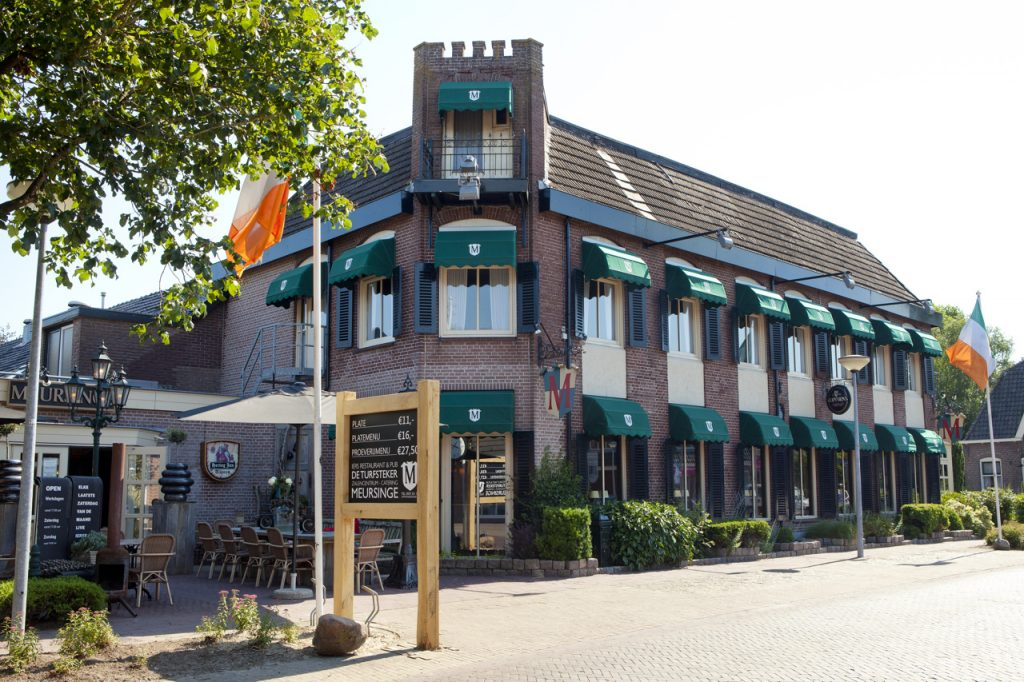 Irish Restaurant Meursinge Westerbork met Acting The Maggto Duo