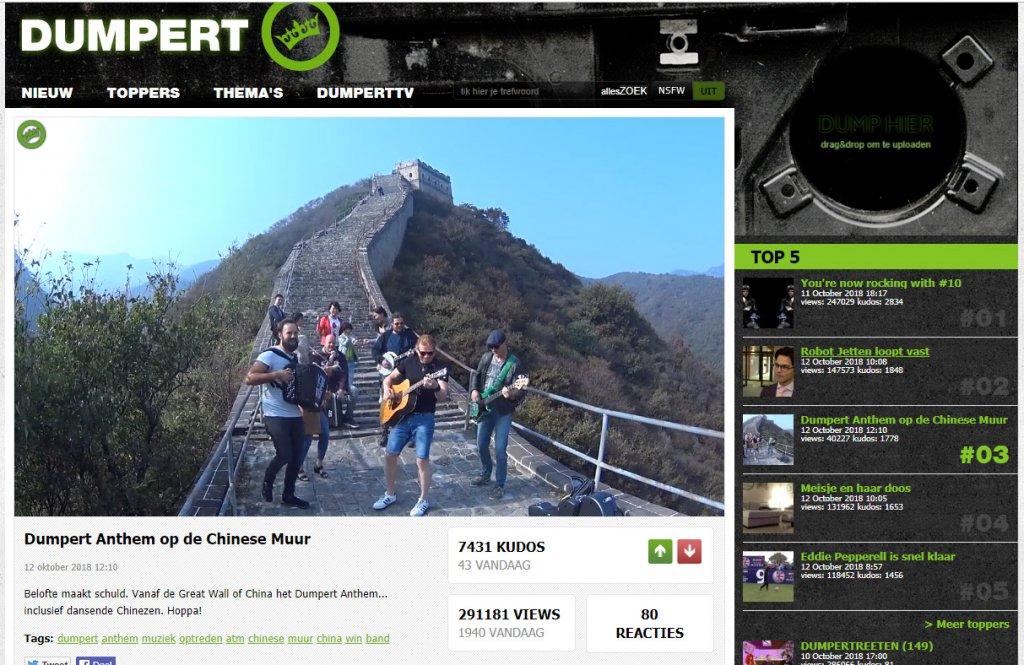 Dumpert Anthem op CHinese Muur door Acting The Maggot