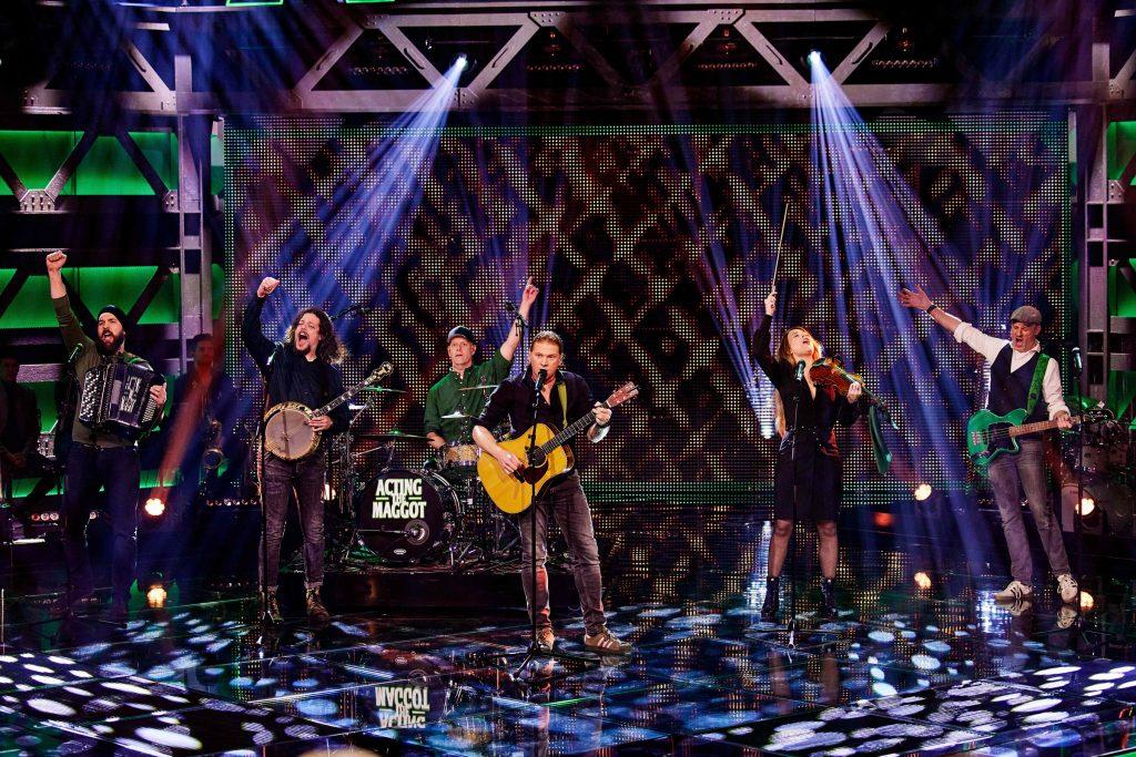 Acting The Maggot bij We want more op het podium - SBS